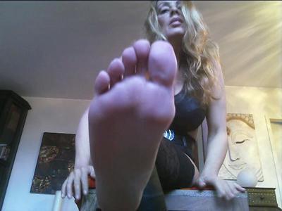 The bottom of Cassandra's feet